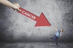 Вспугнутый человек смотря слово рака Стоковая Фотография RF