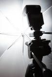 Вспышка и зонтик фото Стоковое фото RF