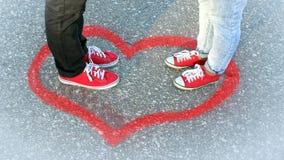 Встречать пару в влюбленности, человека и сливать женщины стоковые изображения rf