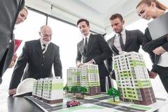 Встреча архитекторов и инвесторов Стоковые Изображения