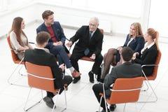 Встреча бизнесмена ведущая на зале заседаний правления Стоковая Фотография