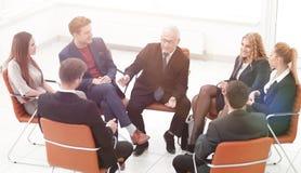 Встреча бизнесмена ведущая на зале заседаний правления Стоковое фото RF
