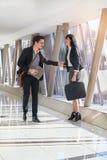 Встреча бизнесмена и женщины в прихожей Стоковое фото RF