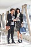 Встреча бизнесмена и женщины в прихожей Стоковая Фотография RF
