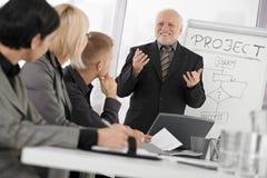 встреча бизнесмена представляя старший Стоковые Фотографии RF
