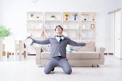Встреча бизнесмена счастливая его крайние сроки Стоковое Фото