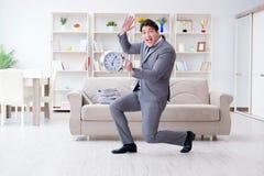 Встреча бизнесмена счастливая его крайние сроки Стоковые Изображения RF