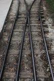 Встреча 2 железных дорог и стоит вне стоковое фото