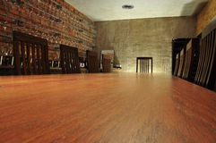 Встреча дизайна и комната дегустации вин Таблица и стулы Стоковые Фотографии RF