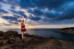 Встреча йоги лета на тропическом острове Стоковое Изображение RF