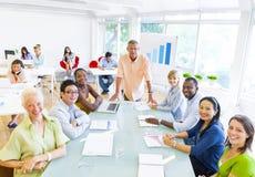 Встреча коллег в офисе стоковые фотографии rf