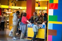 ВСТРЕЧА ПЛИМУТА, PA - 6-ОЕ АПРЕЛЯ: Торжественное открытие центра Филадельфии открытия Legoland, PA 6-ого апреля 2017 стоковая фотография rf