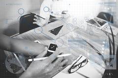 встреча представления дела на таблице офиса с умным вахтой a Стоковая Фотография RF