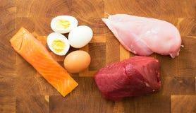 Встреча, рыба, яичка на кухонном столе Стоковая Фотография