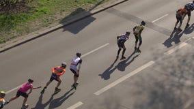 Встроенная скорость катаясь на коньках на шоссе