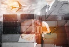 Встряхивание рук бизнесмена двойной экспозиции 2 Стоковые Фото