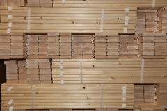 всходит на борт деревянного Стоковые Фотографии RF