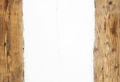 всходит на борт старой стены деревянной Стоковое фото RF