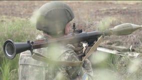 Всходы солдата с RPG7 видеоматериал