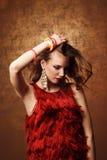 Всход студии красивой женщины в красном платье Стоковое Фото