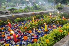 ` Вся память ` дня душ на старом кладбище на улице южного парка, Kolkata Стоковая Фотография