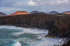 Вулканическая береговая линия около лавы Лос Hervideros выдалбливает в Лансароте, Стоковые Изображения RF