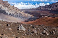 Вулканический кратер на национальном парке Haleakala на острове Мауи, Гаваи Стоковое фото RF