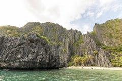 Вулканический тропический дезертированный остров Стоковые Фото
