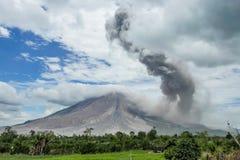 Вулканическое извержение, мощный взрыв vulcano Стоковые Изображения RF