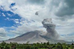 Вулканическое извержение, мощный взрыв vulcano Стоковое Изображение