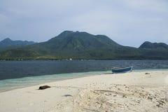 вулканы острова camiguin пляжа Стоковое Изображение