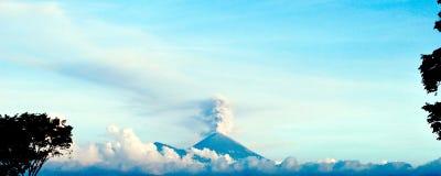 вулкан взгляда semeru стоковые фотографии rf