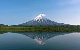 Вулкан и montain стоковые изображения