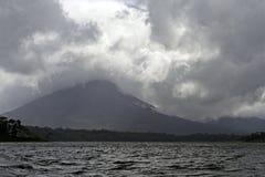 Вулкан пряча в облаках Стоковая Фотография RF