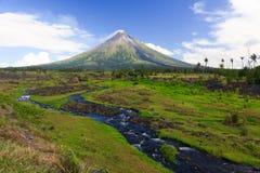 вулкан совершенного shope конуса куря Стоковые Изображения