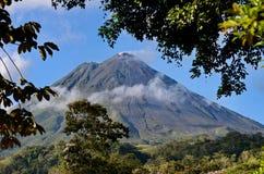 вулкан arenal стоковая фотография rf