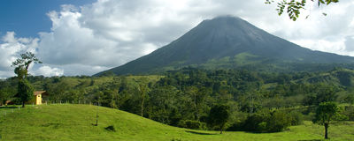 вулкан arenal стоковая фотография