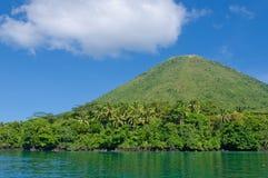 Вулкан Gunung Api, острова Banda, Индонесия стоковые изображения rf