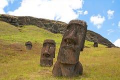 вулкан raraku rano moais острова пасхи Стоковая Фотография
