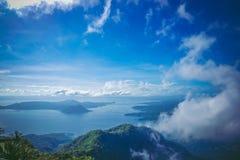 Вулкан Taal также известный как вулкан десятилетия стоковое фото rf