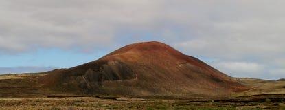 Вулканическая гора к северу от Lajares на Фуэртевентуре Стоковое Фото