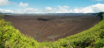 Вулканический ландшафт большого кратера вулкана negra Сьерры в острове Isabela Стоковые Изображения