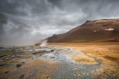 Вулканический ландшафт, Namafjall Hverir Исландия Стоковая Фотография