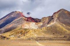 Вулканический кратер ландшафта и вулкана, национальный парк Tongariro Стоковые Изображения RF