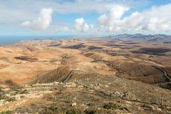 Вулканическое lanscape Панорамный взгляд на Фуэртевентуре от Mirador Morro Velosa, Фуэртевентура, Стоковые Фотографии RF