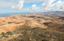 Вулканическое lanscape Панорамный взгляд на Фуэртевентуре от Mirador Morro Velosa, Фуэртевентуры Стоковая Фотография