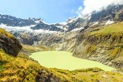 Вулкан алтара El с зеленой лагуной Стоковая Фотография