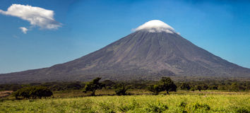 Вулкан Консепсьон на острове Ometepe в озере Никарагуа Стоковое Изображение