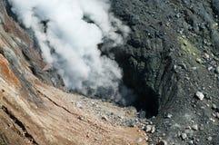 Вулкан Ebeko, остров Paramushir, Россия Стоковое Изображение RF