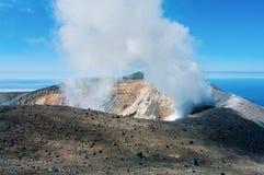 Вулкан Ebeko, остров Paramushir, Россия Стоковые Изображения RF